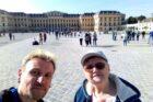 Wir vor dem Schloss Schönbrunn