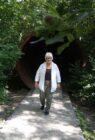 Karin kommt aus dem Tunnel